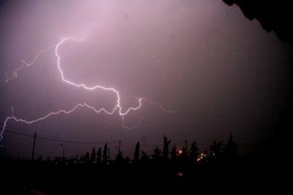 Έκτακτο δελτίο ΕΜΥ: Επικίνδυνα καιρικά φαινόμενα σε όλη τη χώρα τις επόμενες ώρες