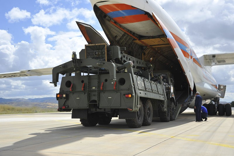 unloading of russian S-400 anti aircraft missile systems in Turkey